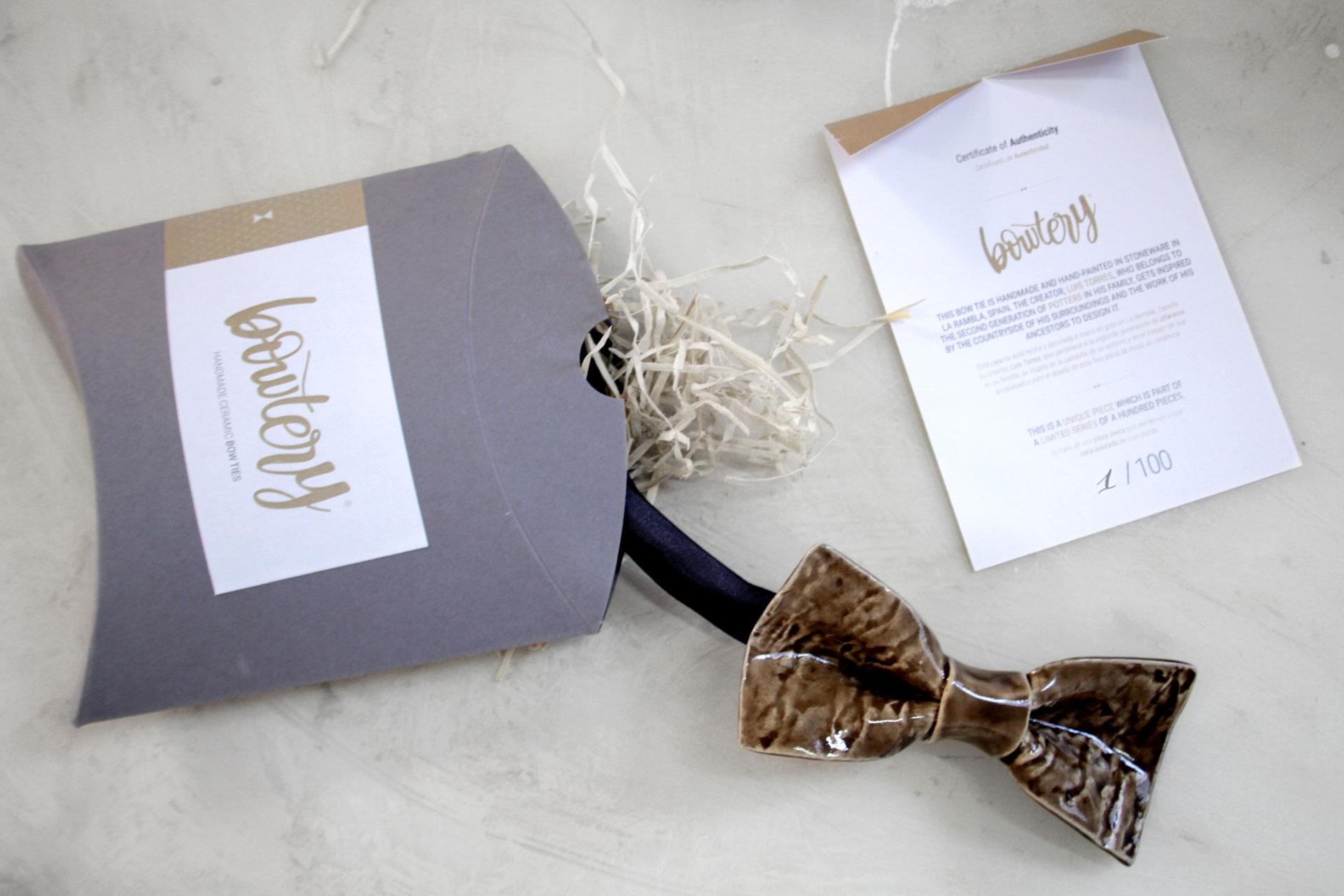 Bowtery, pajarita de ceramica, certificado de autenticidad y packaging