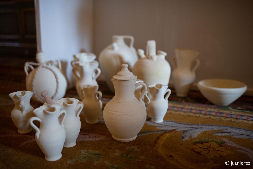 Luis Torres de Bowtery lleva la ceramica tradicional de La Rambla Córdoba a la presentacion de OFRENDA del diseñador Leandro Cano en la Semana de la Moda de Paris