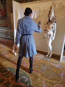 publico admira trabajo Luis Torres Ceramica con diseñador Leandro Cano Semana de la moda de Paris