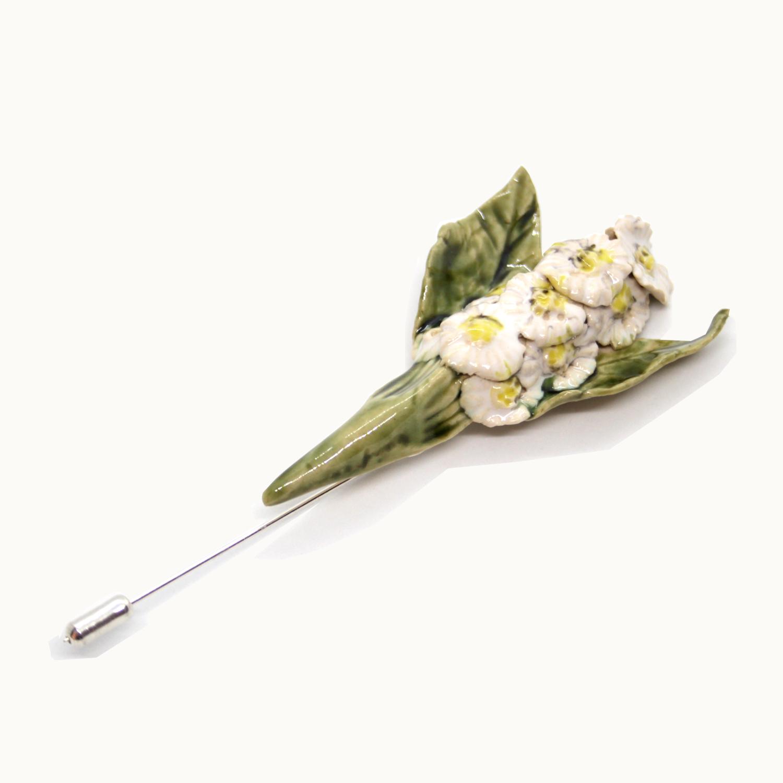Boutonniere o prendido de flores hecho a mano en cerámica. Flowers Brooch ceramic Bowtery