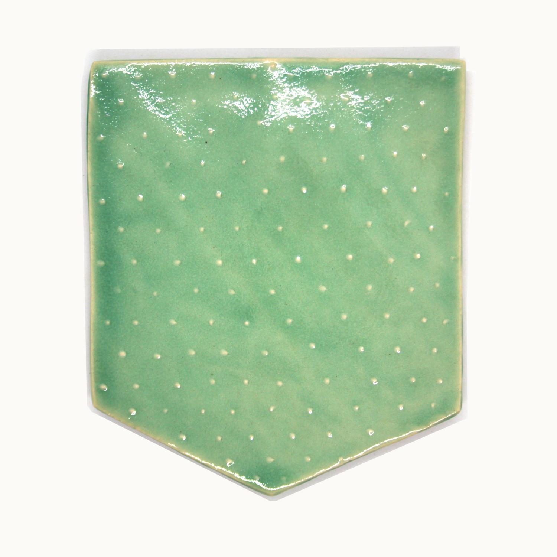 Bolsillo personalizado de cerámica original hecho a mano Bowtery Manguilla verde menta. Mint green original handmade ceramic pocket Bowtery Manguilla