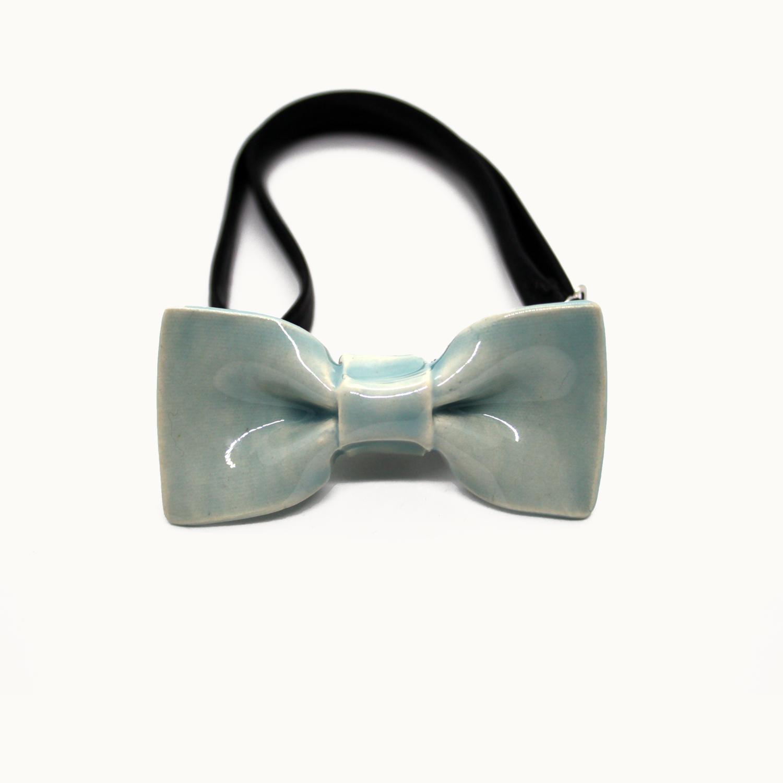 Pajarita de cerámica hecha a mano original y minimalista para niños o adultos color verde agua o turquesa Bowtery. Handmade ceramic bow tie original and minimalist turquoise or water blue green
